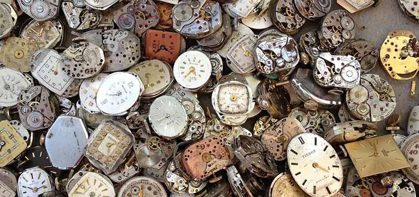 Viele Uhren.