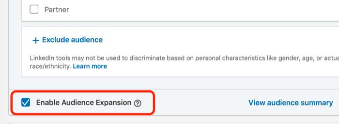 LinkedIn reklam hədəflənməsi üçün Auditoriyanın genişləndirilməsi onay işaretini seçin