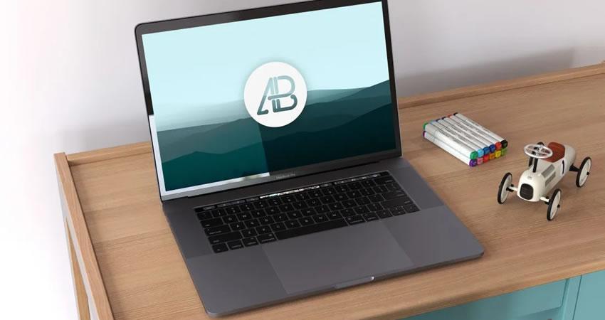 Touch Bar ücretsiz macbook mockup şablonu psd photoshop ile Gerçekçi Uzay Gri Macbook Pro