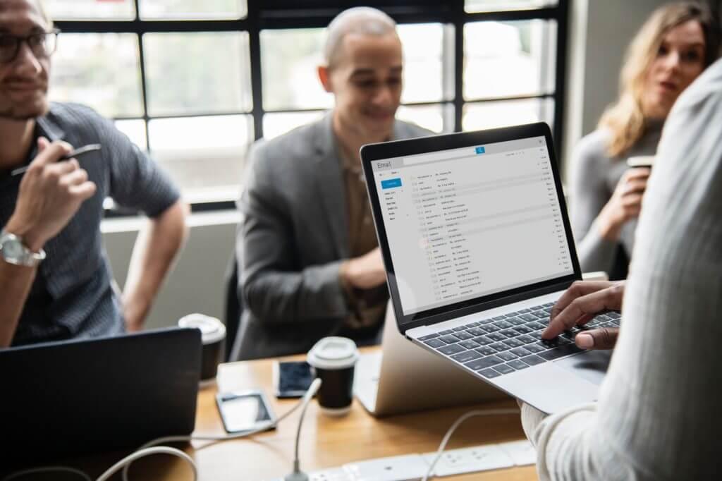 Comience a construir su lista de correo electrónico para atraer lectores regulares de blogs y obtener más tráfico