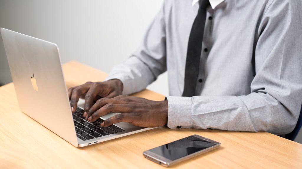 Las mejores formas de dirigir el tráfico a su sitio web (aumentar el tráfico del blog) linkedin share