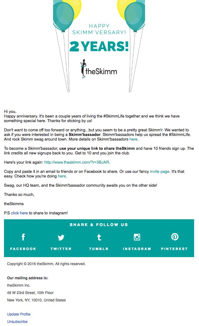 Ejemplo de campaña de marketing por correo electrónico de theSkimm para celebrar el aniversario del suscriptor de un usuario