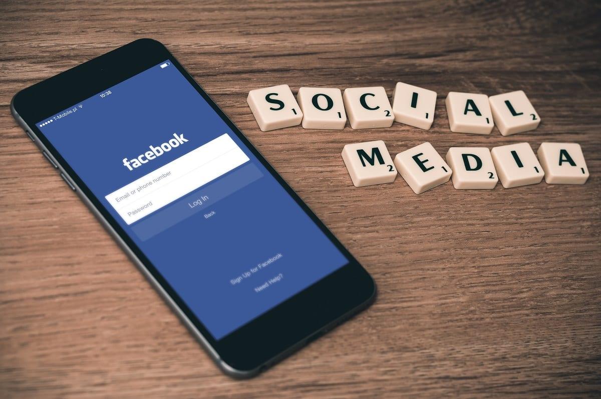 8 WordPress Facebook Widgets pour des graphiques, des flux de pages et des événements similaires