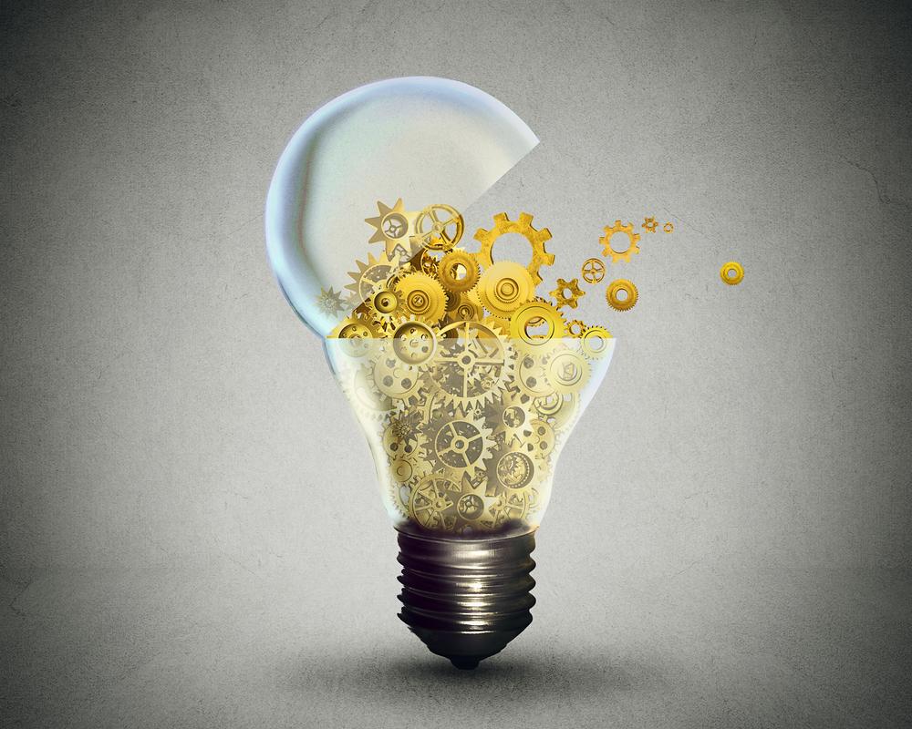 Tecnología creativa y concepto de comunicación como una bombilla de puerta abierta que transfiere engranajes y engranajes. Metáfora empresarial para descargar o cargar soluciones de innovación.