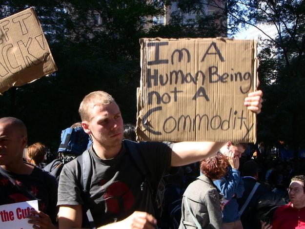 Soy un ser humano, no un letrero de productos básicos en Occupy Wall Street
