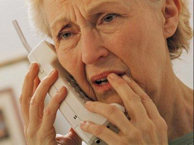 Resultado de imagen para Imágenes para una persona en el teléfono preocupada