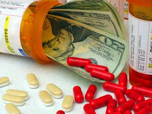 Grandes pastillas farmacéuticas y dinero