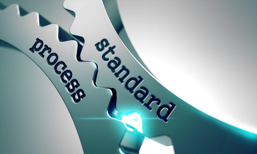 Proceso estándar sobre el mecanismo de engranajes metálicos.