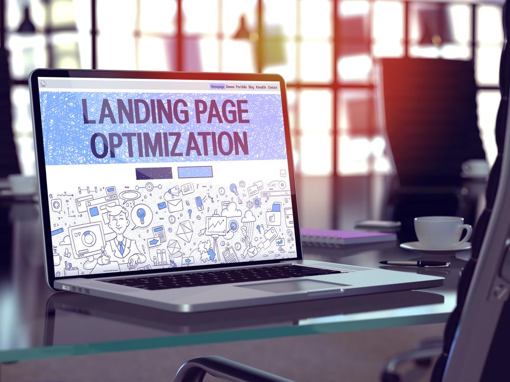 Primer plano del concepto de optimización de página de destino en la página de inicio de la pantalla del portátil en el lugar de trabajo moderno de la oficina. Imagen tonificada con enfoque selectivo. Renderizado 3D.-1