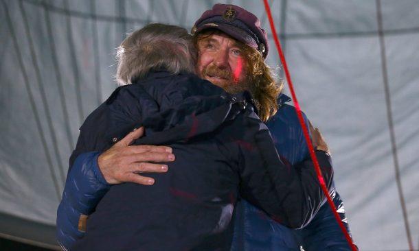 El aventurero ruso logra un récord mundial al volar solo alrededor del mundo en 11 días_Imagen 3