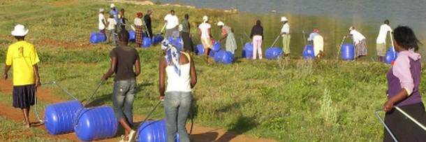 Hippo Water Roller - Ayudando a las familias en África a buscar agua 4