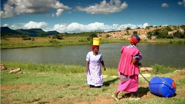 Hippo Water Roller - Ayudando a las familias en África a buscar agua 3