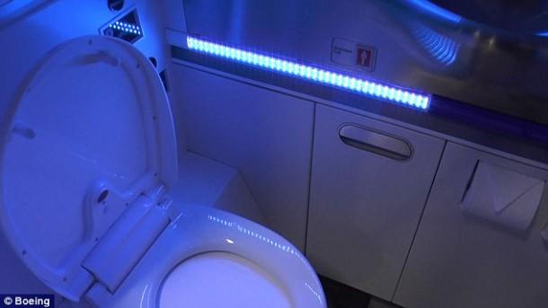 El lavabo autolimpiante Boeing es lo mejor que podrías pedir 2