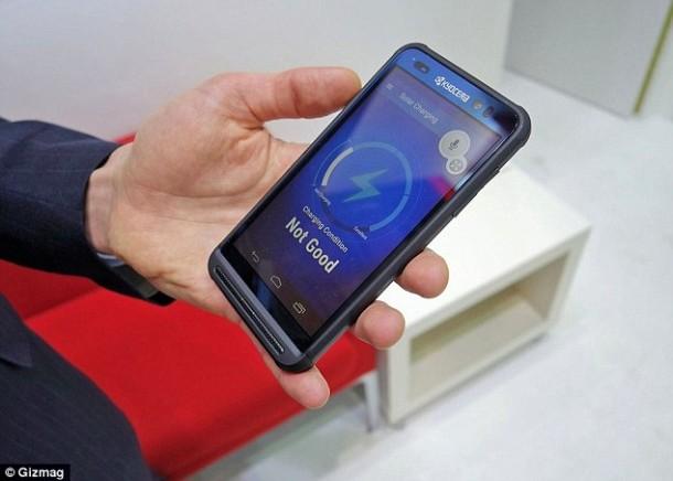 El teléfono Kyocera depende de la energía solar para cargarse