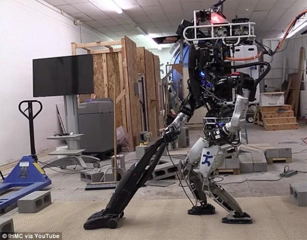 Ian The Atlas Robot ahora puede ayudarlo con las tareas domésticas