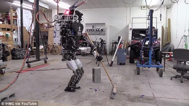 Ian The Atlas Robot ahora puede ayudarlo con las tareas domésticas 2