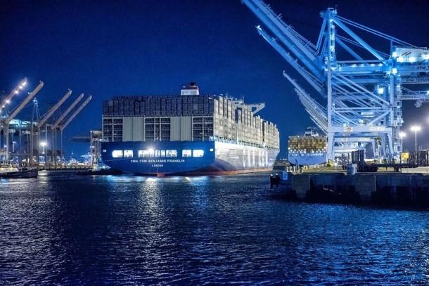 Este buque de carga es más grande que el Empire State Building 2