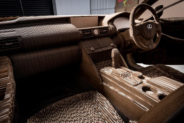 Lexus fabricó un cartón manejable IS Saloon 15
