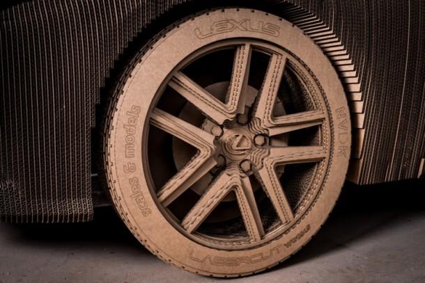 Lexus fabricó un cartón manejable IS Saloon 7