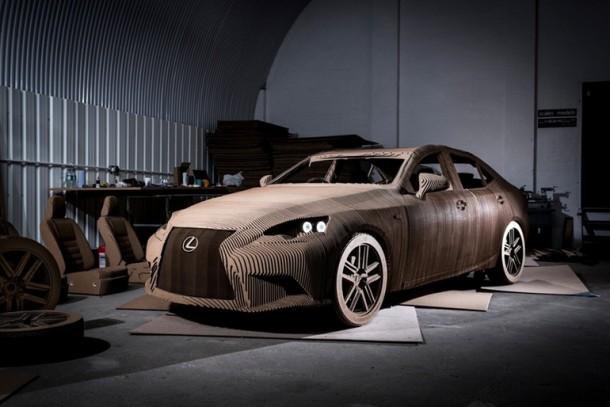 Lexus fabricó un cartón manejable IS Berlina
