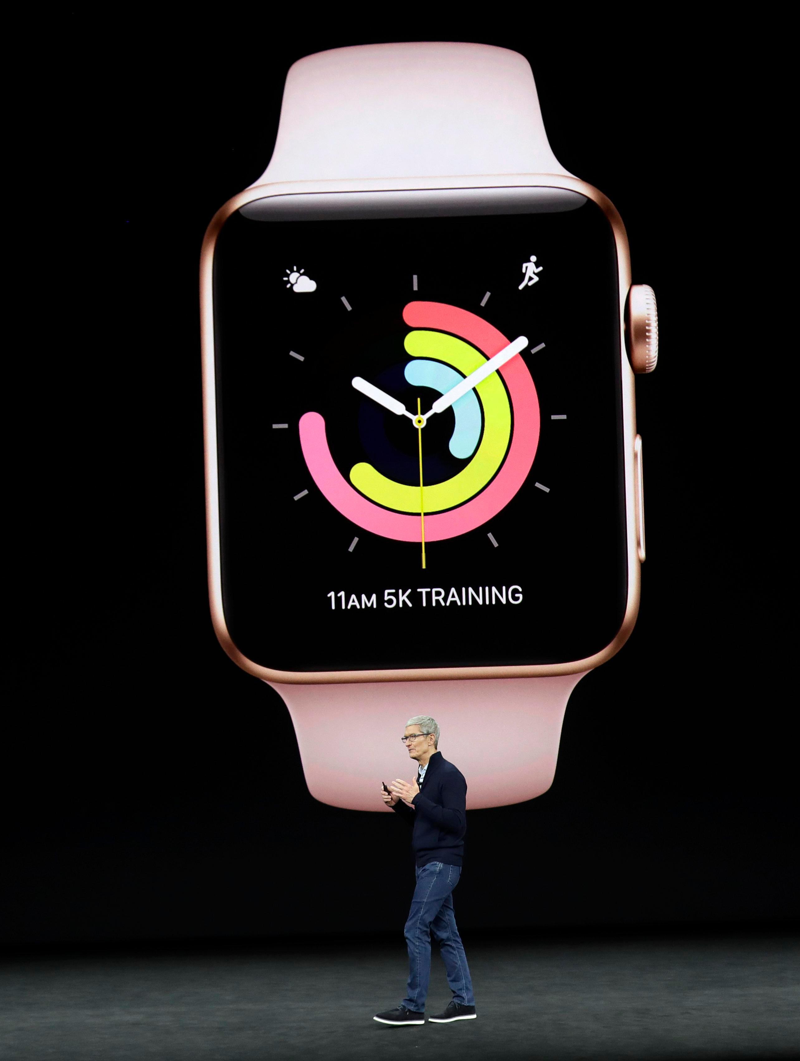 Tim Cook mostró varias funciones físicas en el nuevo reloj