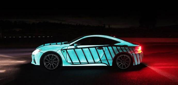 El trabajo de pintura de este automóvil Lexus parpadea en sincronización con el latido del corazón del conductor