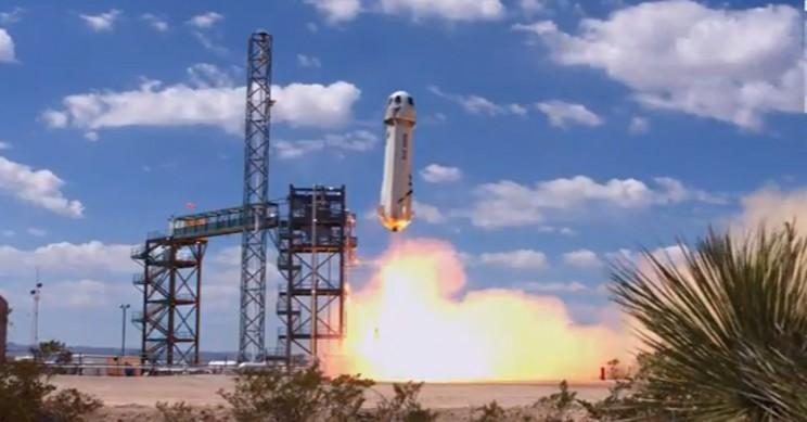 Blue Origin lanza su primer cohete de turismo espacial reutilizable