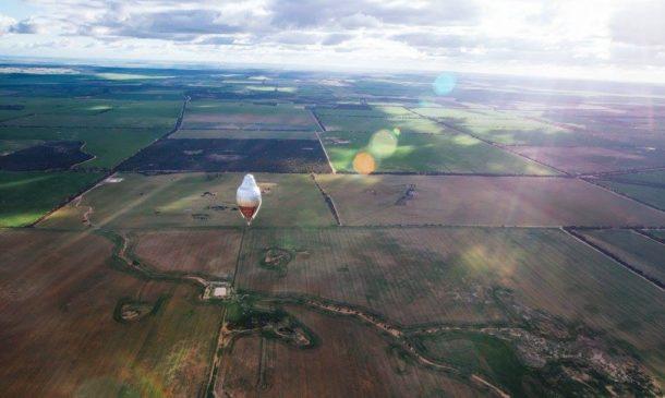 El aventurero ruso logra un récord mundial al volar solo alrededor del mundo en 11 días2