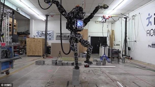 Ian The Atlas Robot ahora puede ayudarlo con las tareas domésticas 5