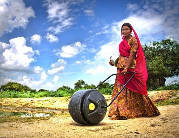 Hippo Water Roller - Ayudando a las familias en África a buscar agua 5