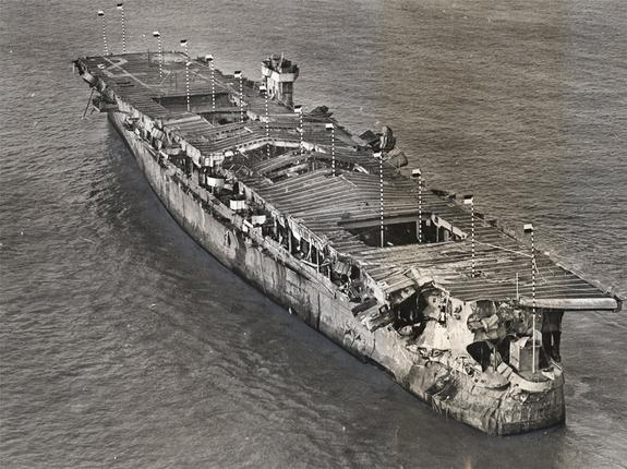 Independencia del USS después de ser bombardeado