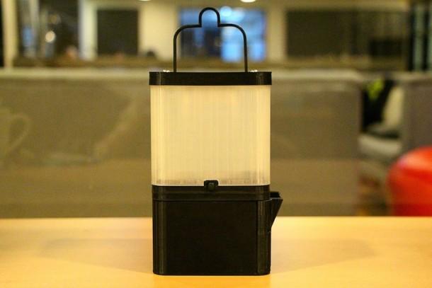 Filipinos innovadores hacen lámpara de luz de sal