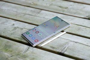 Galaxy Note 10 plus frontal y S Pen