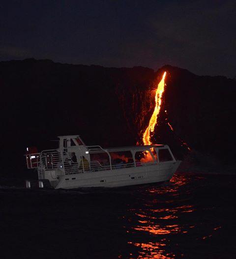 Sea testigo de la formación de nuevas tierras a medida que la lava fundida fluye hacia el océano en Hawai_Imagen 8