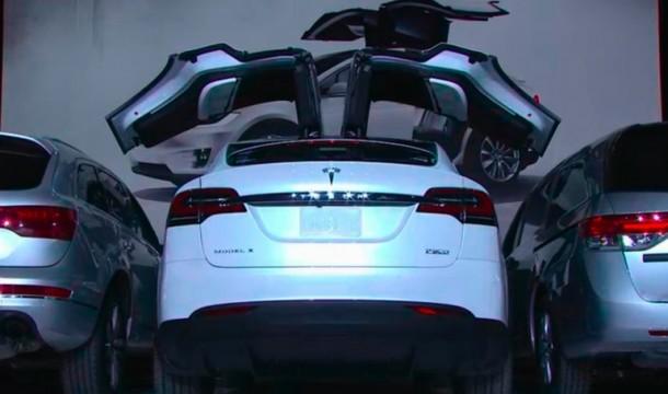Tesla Model X ha sido lanzado y es maravilloso 12
