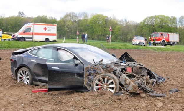 Tesla frente vacío salva vidas