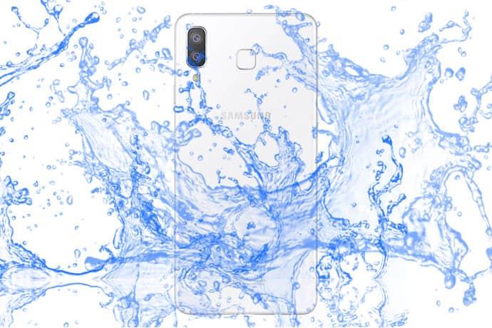 Prueba de impermeabilidad de la estrella Samsung Galaxy A8.