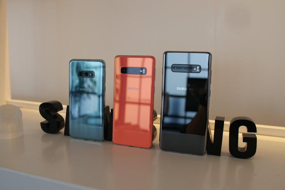 Samsung Galaxy S10 and Galaxy S10+ now official