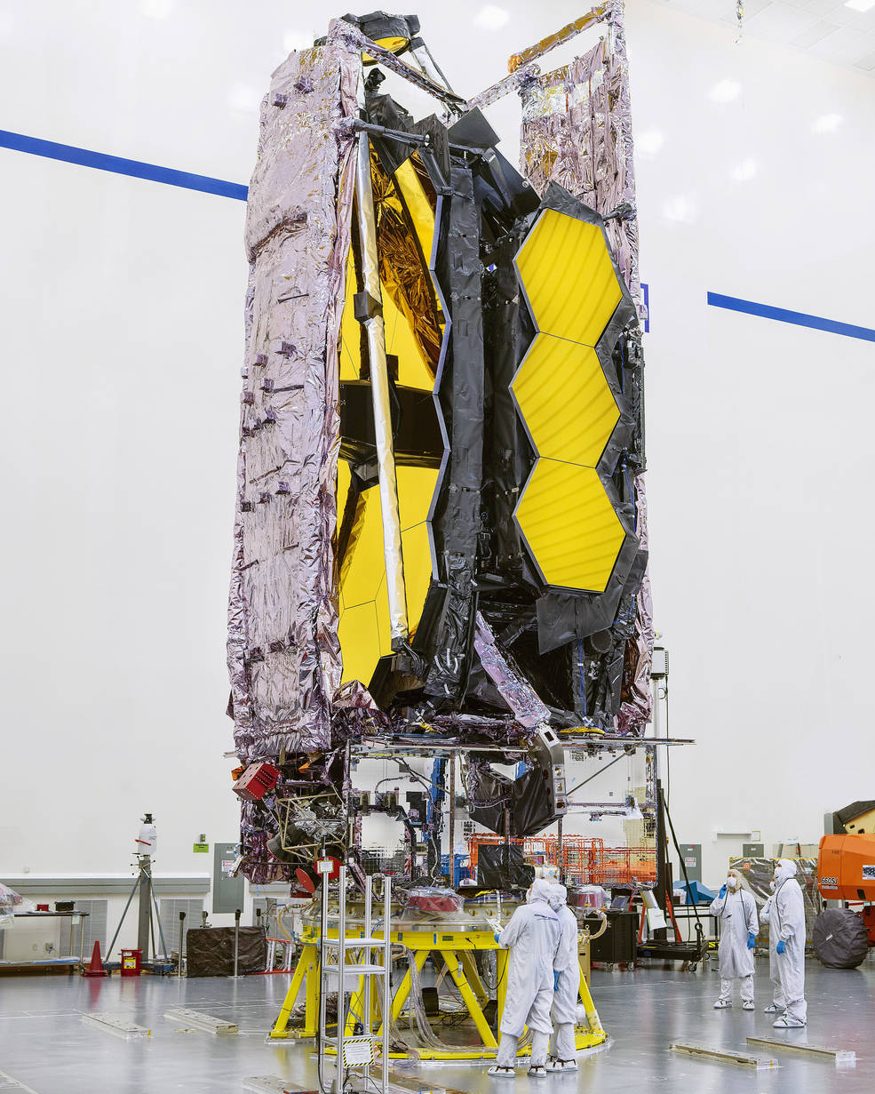 El telescopio espacial James Webb de la NASA se está preparando para su envío a su sitio de lanzamiento.
